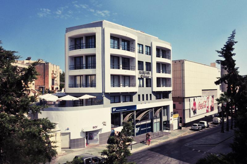マルタ留学の校舎の外観