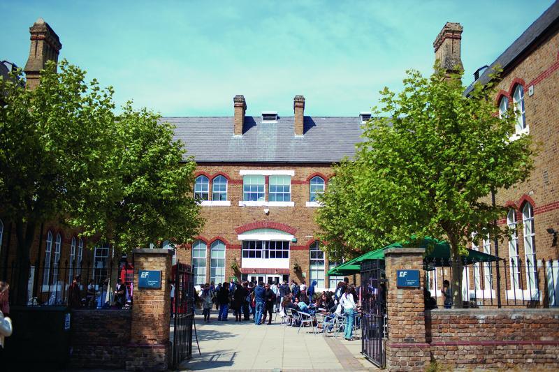 ロンドン留学の校舎の外観