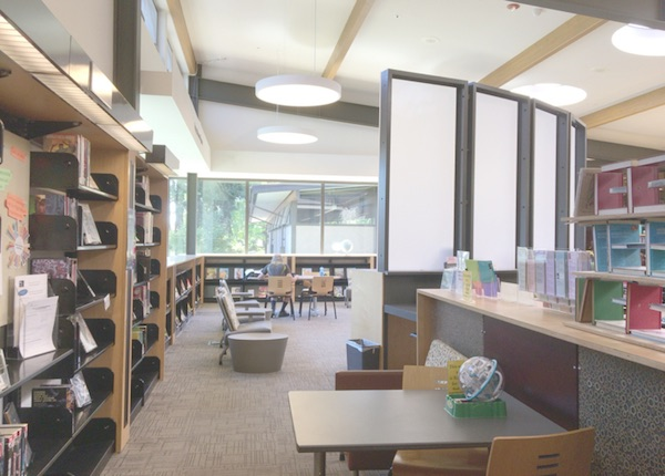 Northeast Public Library館内の様子