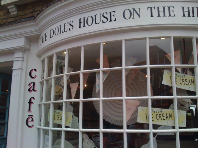 The Dolls House On The Hill外観