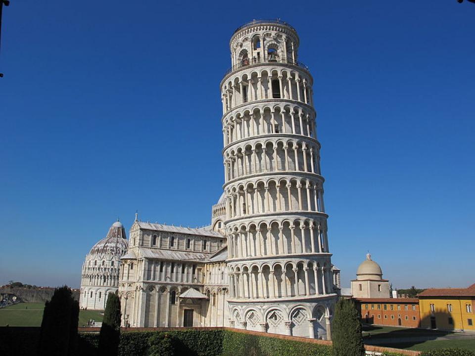 角度 塔 ピサ 斜 の
