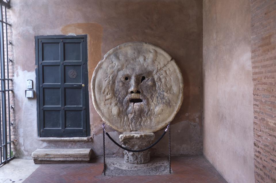 真実の口はイタリア語で何という?イタリア・ローマ観光スポットの ...