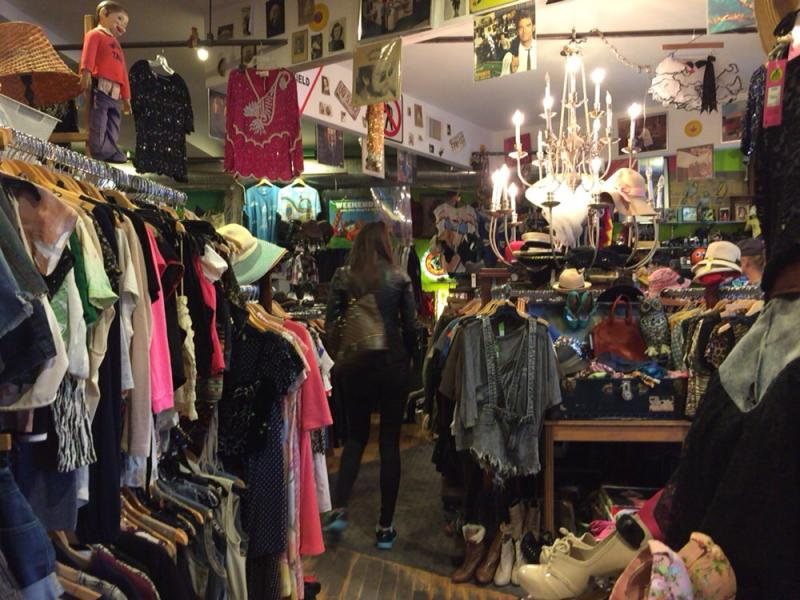 Monk vintage thrift shopの店内